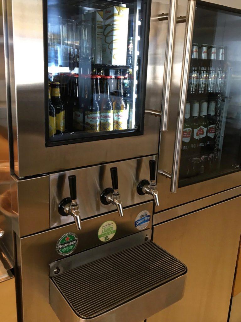 qantas-international-business-lounge-sydney-bar