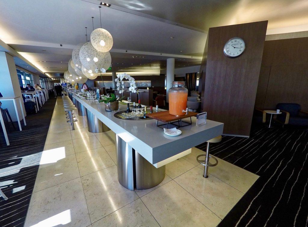 qantas-international-business-lounge-sydney-bar-3-1024x756
