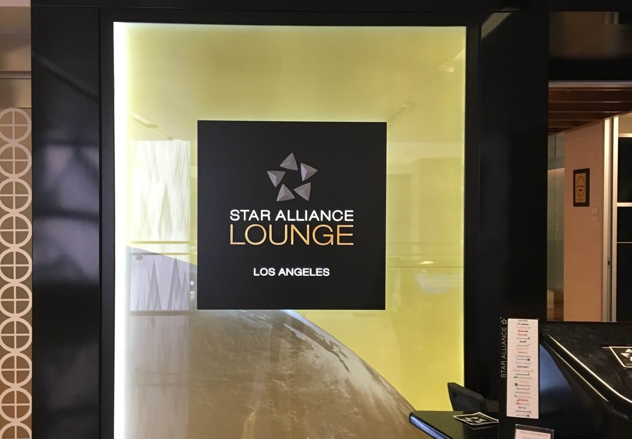 e4a752b4f235 Star Alliance Business Class Lounge Los Angeles overview - Point ...