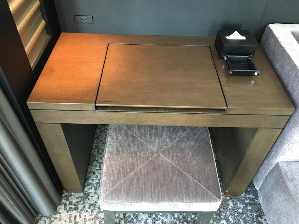 Conrad Osaka King Executive Room dresser table